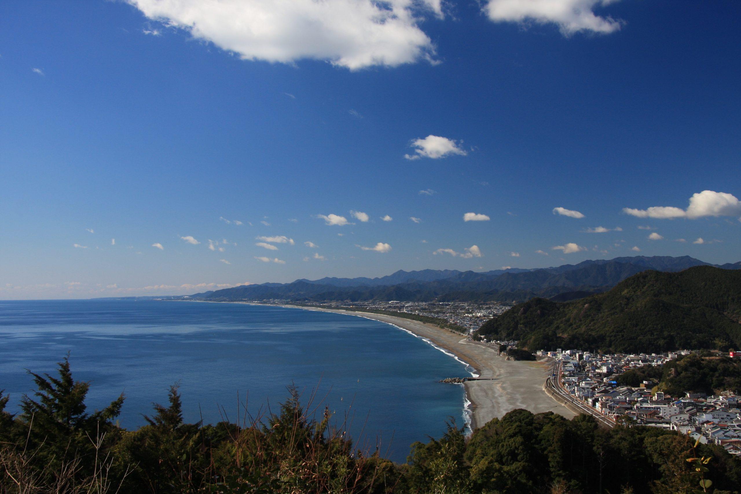 世界遺産 熊野古道松本峠から望む七里御浜海岸